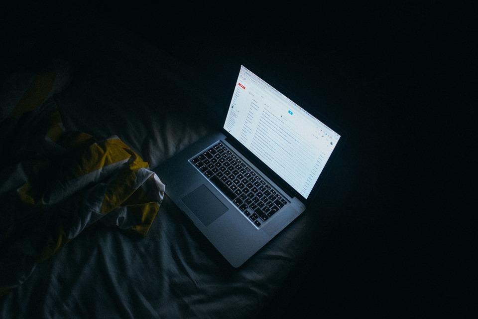 Um e-mail aberto em um estudo sobre retenção de clientes.