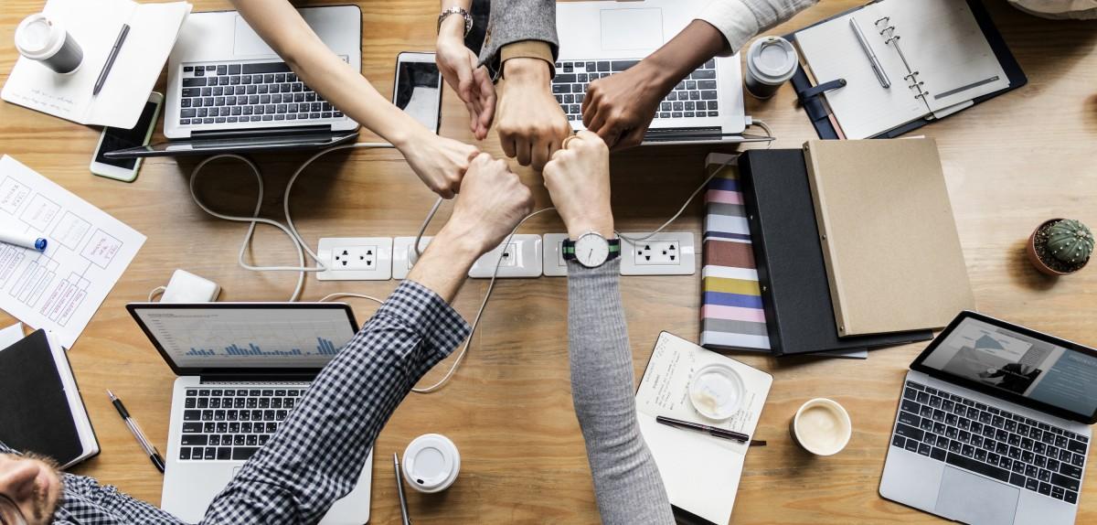 Stakeholders de um negócio unidos pelo bem da empresa.
