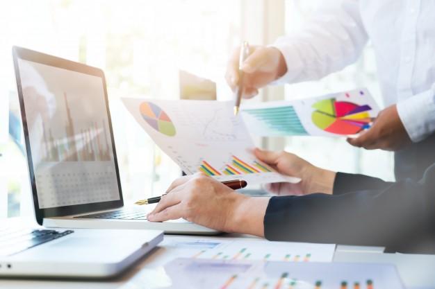 Poder observar e acompanhar o crescimento da empresa a curto prazo, com o sell in e a médio e longo prazo, com o sell out é um dos benefícios mais famosos dessas estratégias.
