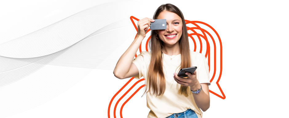 Uma mulher representando o consumidor digital, com cartão e celular, indo às compras.