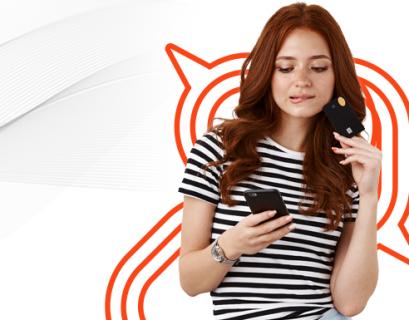 Mulher negra segurando um objeto relacionado à compra, como o cartão de crédito, e com expressão de dúvida. Comprou ou não compro? Que resume a ideia do messy middle.